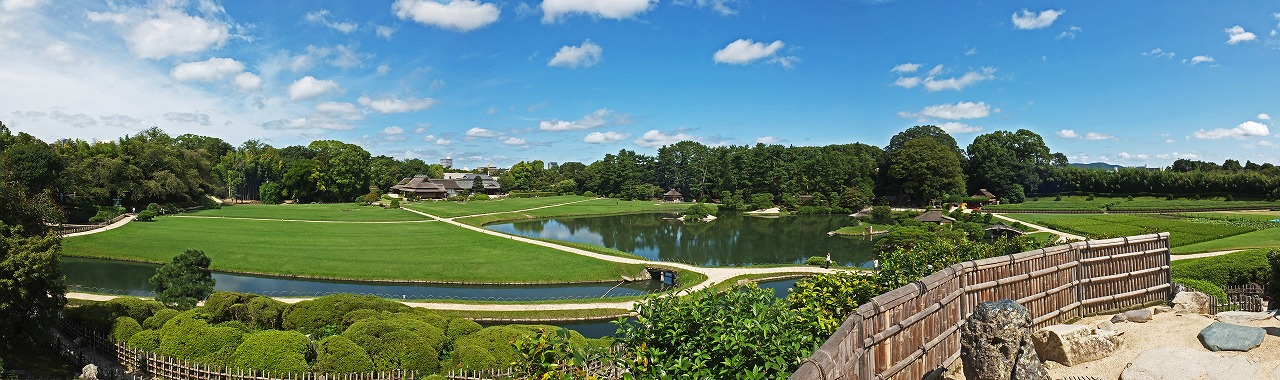 s-20150902 後楽園唯心山頂上から眺めた今日の園内ワイド風景 (1)