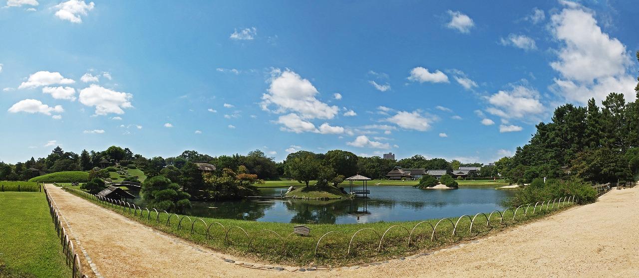 s-20150911 後楽園今日の穏やかな園内沢の池ワイド風景 (1)