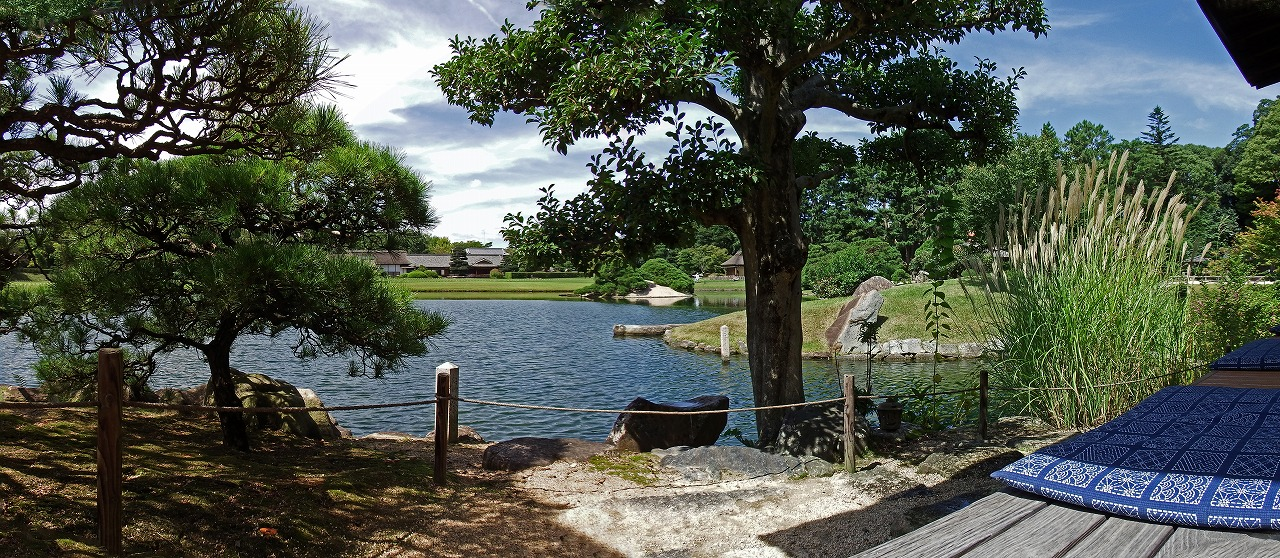 s-20150914 後楽園今日の園内沢の池島茶屋から眺めたワイド風景 (1)