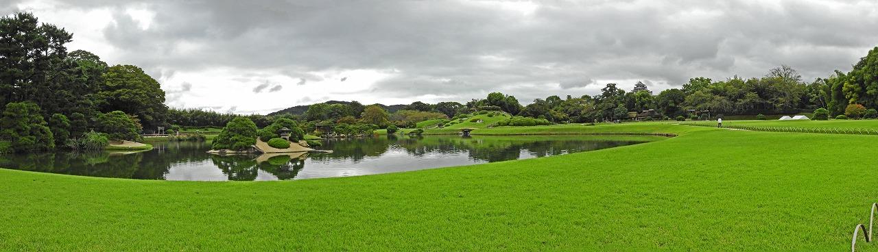 s-20150925 後楽園今日の曇天の園内沢の池ワイド風景 (1)
