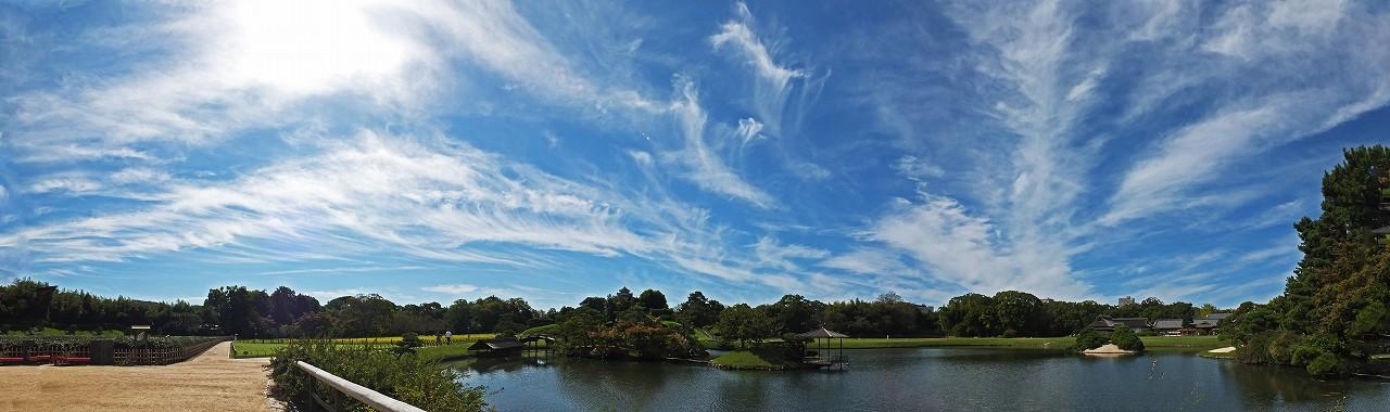 s-20151003 後楽園今日の空模様と沢の池園内ワイド風景 (1)