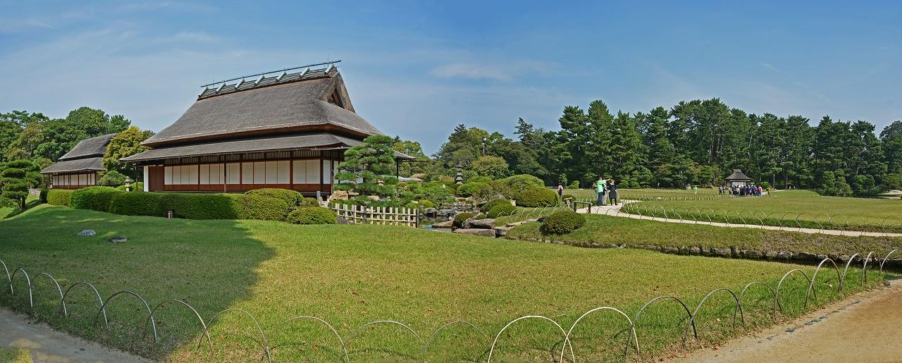 s-20151009 後楽園今日の園内大名石上から眺めたワイド風景 (1)