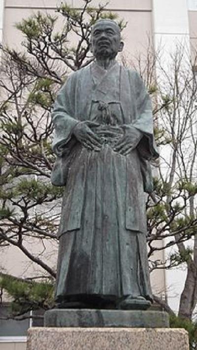 Statue_of_Masumura_Bokusai.jpg