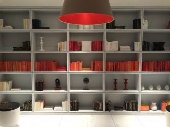 本棚と照明