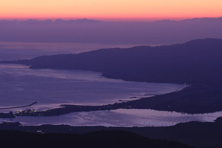 夜明け前の両津湾