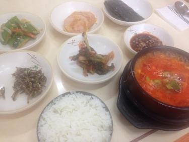 おかずいっぱいのおかずの韓国料理