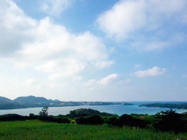 川平湾。天気や季節によって毎日色が変わる。