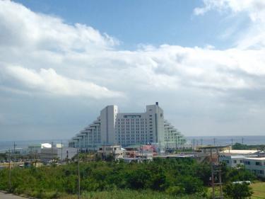 病院から見えるリゾートホテルビュー。