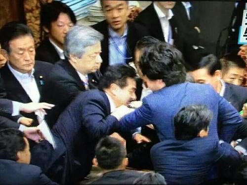 国会で暴力 4 陳哲朗 白しんくん 大西
