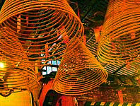 香港文武廟の線香・火が絶える事はないー1