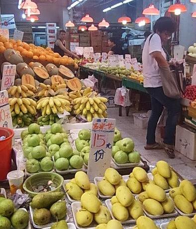 香港ワンチャイ市場③ (2)果物やー1