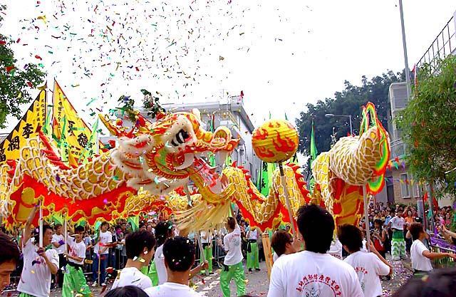 香港旧正月名物・獅子舞とドラゴンダンス②