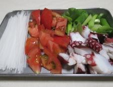 タコと春雨のトムヤム風味 調理①