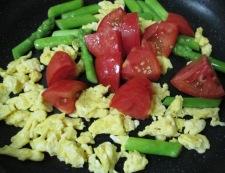 トマトと炒り卵のペパーソテー 調理④