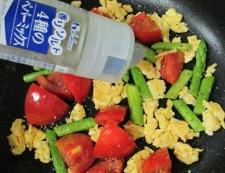 トマトと炒り卵のペパーソテー 調理⑤