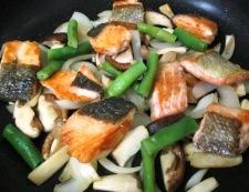 秋鮭と茸のガーリック照り焼き 調理④