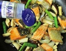 秋鮭と茸のガーリック照り焼き 調理⑤