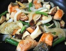 秋鮭と茸のガーリック照り焼き 調理⑥