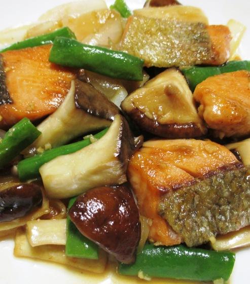 秋鮭と茸のガーリック照り焼き 大