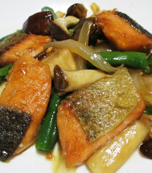 秋鮭と茸のガーリック照り焼き 拡大②