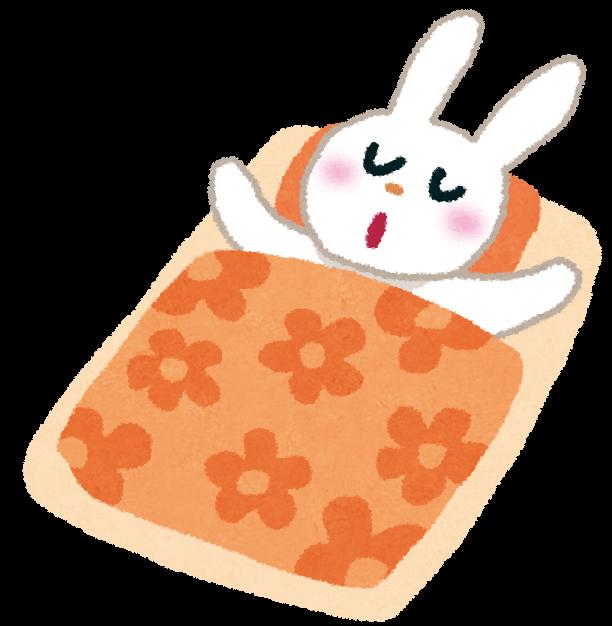 布団で寝ているウサギ