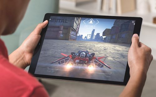 iPadPro_Lifestyle-Gaming-PRINT.jpg
