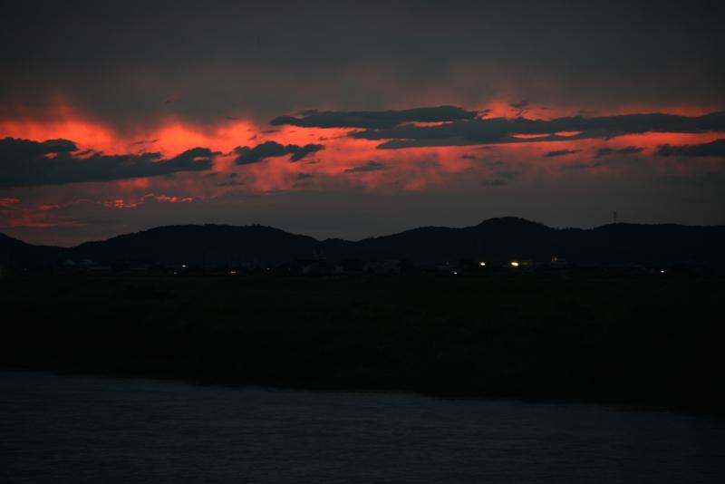 雨雲に一筋の紅-4