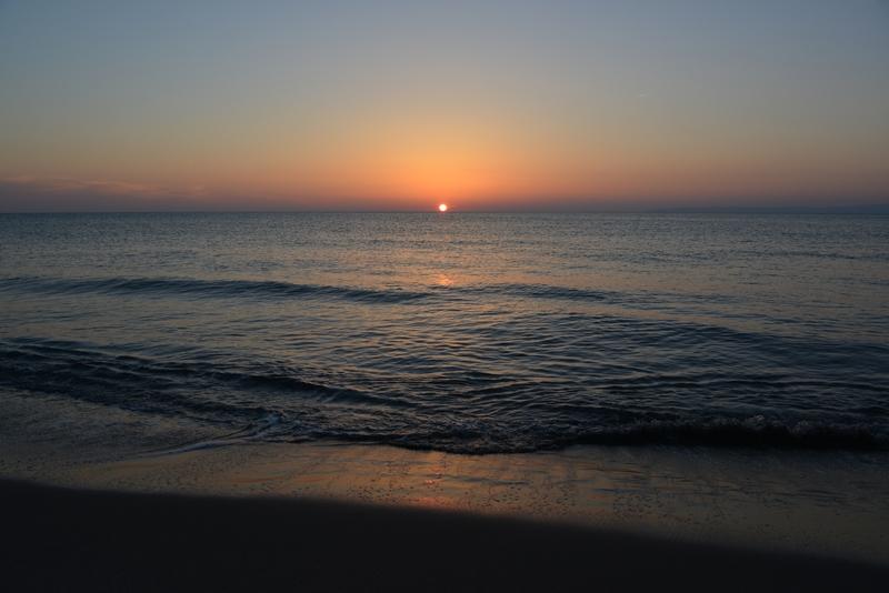 水平線に陽が沈む-2