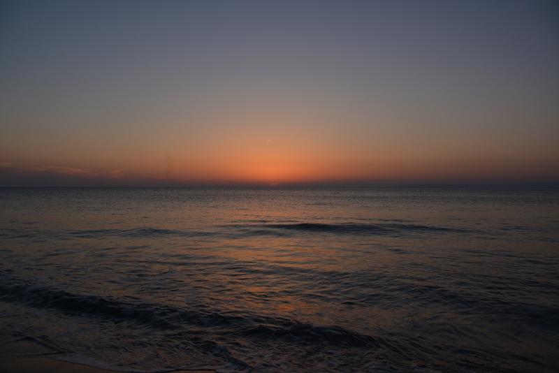 水平線に陽が沈む-5