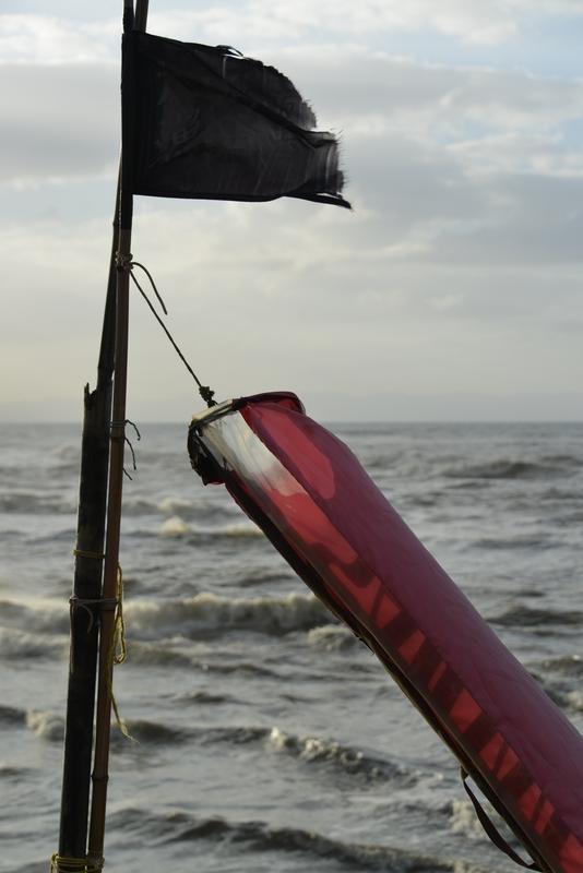 荒れる海に吹き流し-4