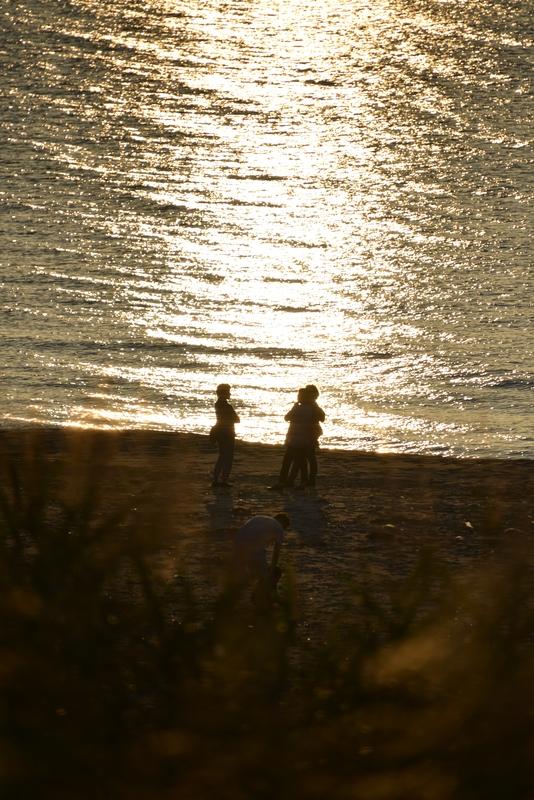 夕暮れ時の海岸-1