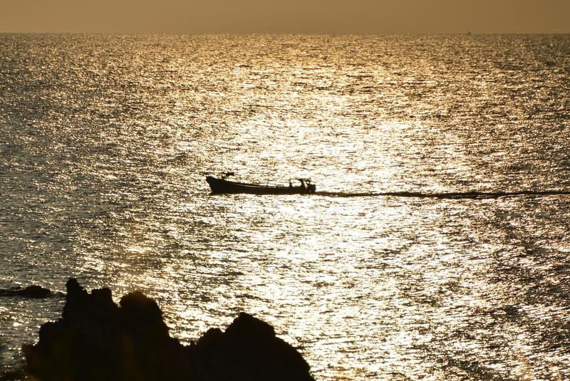 夕暮れ時の海岸-2