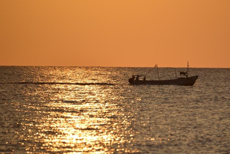 夕暮れ時の海岸-3