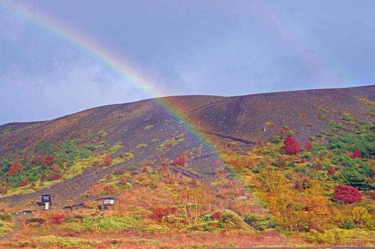吾妻小富士に虹かかる