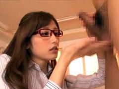 「あなた早漏ね」と言い掛かりをつけ一方的に生徒をフェラ抜きするメガネ痴女教師