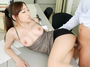 【蓮実クレア】職員室で同僚をオナニーで誘惑してハメまくっちゃう巨乳痴女教師