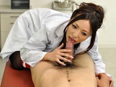 爆乳過ぎる保健の先生が怪我した生徒を誘惑パイズリで痴女る 西條るり