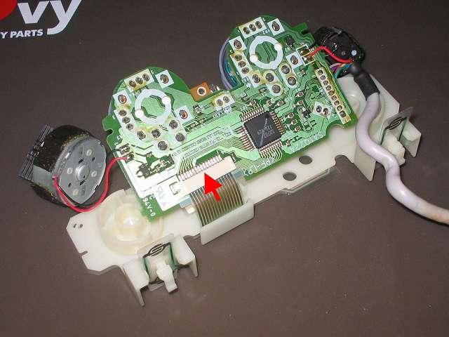 PS プレイステーションコントローラー DUALSHOCK デュアルショック SCPH-110 エメラルド メンテナンス、組立作業 フレキシブル基板のフィルムケーブルを基板フィルムコネクタに接続する