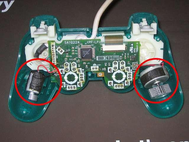 PS プレイステーションコントローラー DUALSHOCK デュアルショック SCPH-110 エメラルド メンテナンス、組立作業 振動モーターのむきに注意してプラスチックカバーにセットする
