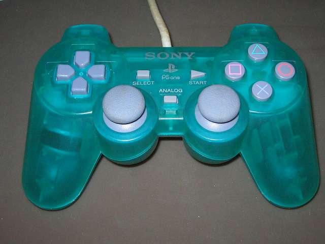 PS プレイステーションコントローラー DUALSHOCK デュアルショック SCPH-110 エメラルド メンテナンス、組立作業 コントローラー裏面 ネジ穴6ヶ所(画像赤丸)にネジを締めて組立完了、各種ボタン、スティック操作をして感触をチェックする