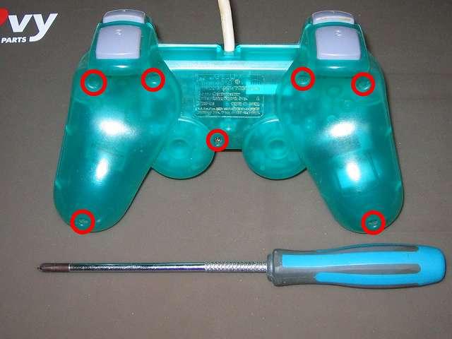 PS プレイステーションコントローラー DUALSHOCK デュアルショック SCPH-110 エメラルド メンテナンス、分解作業 コントローラー裏面7ヶ所(画像赤丸)のネジをプラスドライバーを使って外す