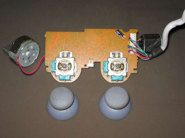 PS プレイステーションコントローラー DUALSHOCK デュアルショック SCPH-110 エメラルド メンテナンス、分解作業 スティックコントローラーに取り付けられているアナログスティックを垂直に引っ張って外す