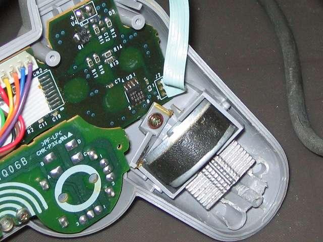 PS プレイステーションコントローラー DUALSHOCK デュアルショック SCPH-1200 メンテナンス、分解作業 持ち手左側の振動モーターと割れている振動モーター用固定ガイド