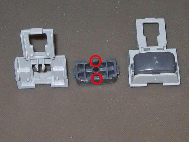 PS プレイステーションコントローラー DUALSHOCK デュアルショック SCPH-1200 メンテナンス、分解作業 取り外した L・R ボタンの固定用ガイドから L1・R1 ボタンの取り外し