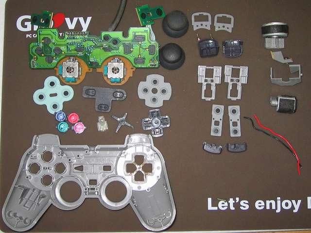 PS プレイステーションコントローラー DUALSHOCK デュアルショック SCPH-1200 メンテナンス、分解作業 コントローラーのすべての部品パーツを取り外し完了
