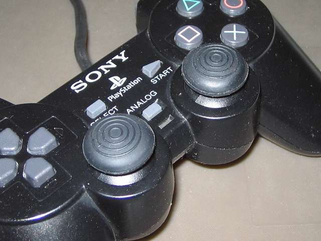 PS2 プレイステーション2 コントローラー DUALSHOCK 2 デュアルショック2 SCPH-10010 アナログスティックにアンサー PS3用 プレイアップボタンセット アナログスティックアタッチメント(円形型のすべり止め)取り付け、拡大撮影