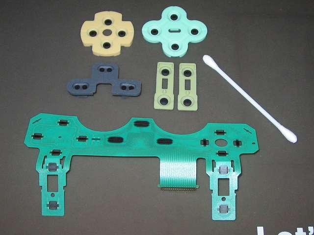 PS2 プレイステーション2 コントローラー DUALSHOCK 2 デュアルショック2 SCPH-10010 メンテナンス、クリーニング作業 ラバーパッドとフレキシブル基板の接点を綿棒と無水エタノールを使ってふき取る