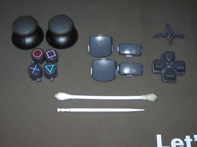 PS2 プレイステーション2 コントローラー DUALSHOCK 2 デュアルショック2 SCPH-10010 メンテナンス、クリーニング作業 アナログスティック、プラスチックボタンは綿棒と無水エタノールで汚れを取りつつ、綿棒で届かない場所はつまようじを使って隙間の汚れを取り除く