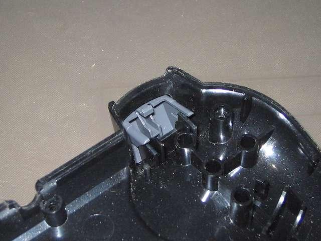 PS2 プレイステーション2 コントローラー DUALSHOCK 2 デュアルショック2 SCPH-10010 メンテナンス、分解作業 コントローラー本体下部プラスチックカバーに取り付けられている L2・R2 ボタン