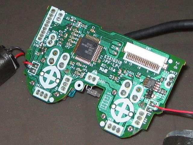 PS2 プレイステーション2 コントローラー DUALSHOCK 2 デュアルショック2 SCPH-10010 メンテナンス、分解作業 取り外した基板のチップ面拡大画像